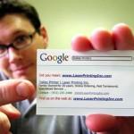 Seni memberi kad bisnes (business card).